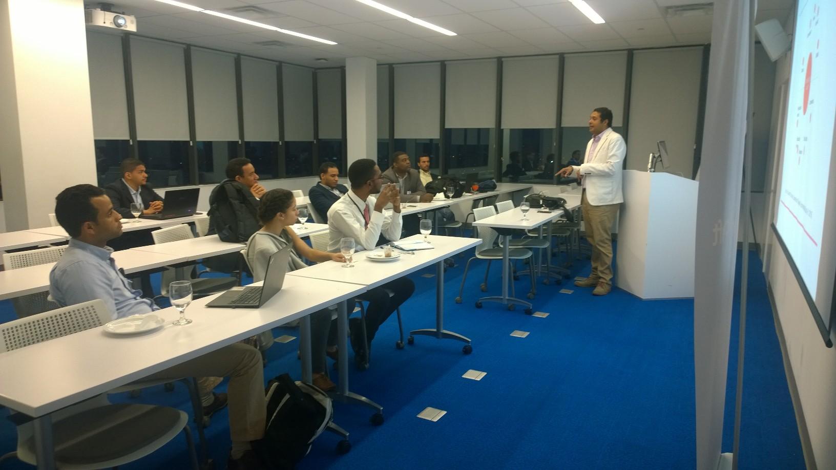Master Class a cargo de Osvaldo Larancuent en el programa Jump Start de Microsoft Dominicana.